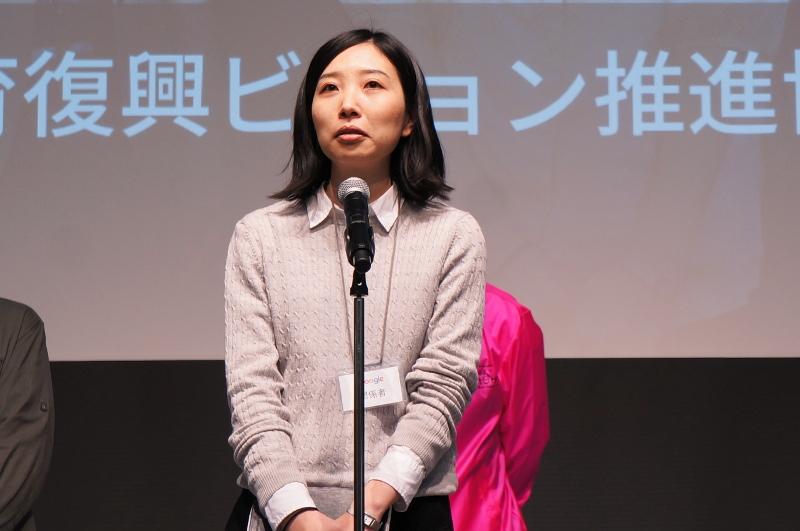 小窓プロジェクト(福島県双葉郡教育復興ビジョン推進協議会事務局)。自分の将来を変えた本を福島の子供たちに推薦するプロジェクトに全国の大人が参加し、100冊が決まった
