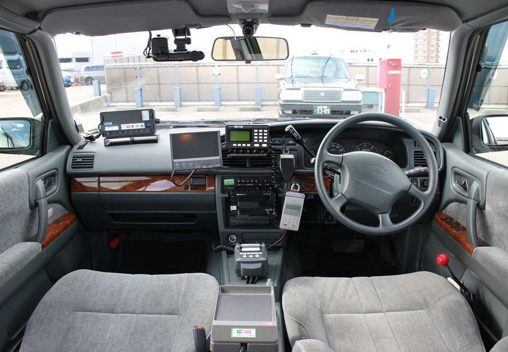 車内に設置された機器(無線、ナビ、カメラなど)はタブレットに置き換えることができるのはないかと考え、「AIOS」の構想に至った