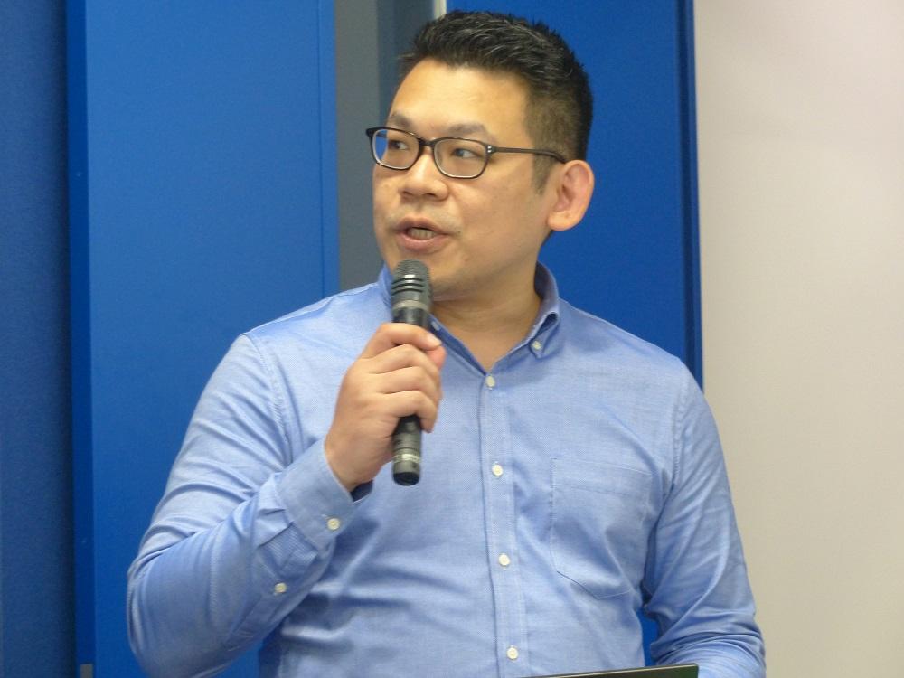 米NETGEARのJett Chu氏(Retail Product Business Unit Product Line Manager)は、ACアダプター給電により24時間連続撮影が可能になったことを利点として挙げた