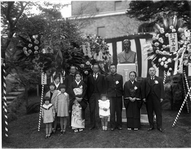 1935年の東洋小野梓先生胸像除幕式の元画像