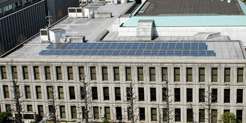 "<font color=""navy"" size=""2"">京都府本庁舎に設置された同社の太陽光発電システム</font>"