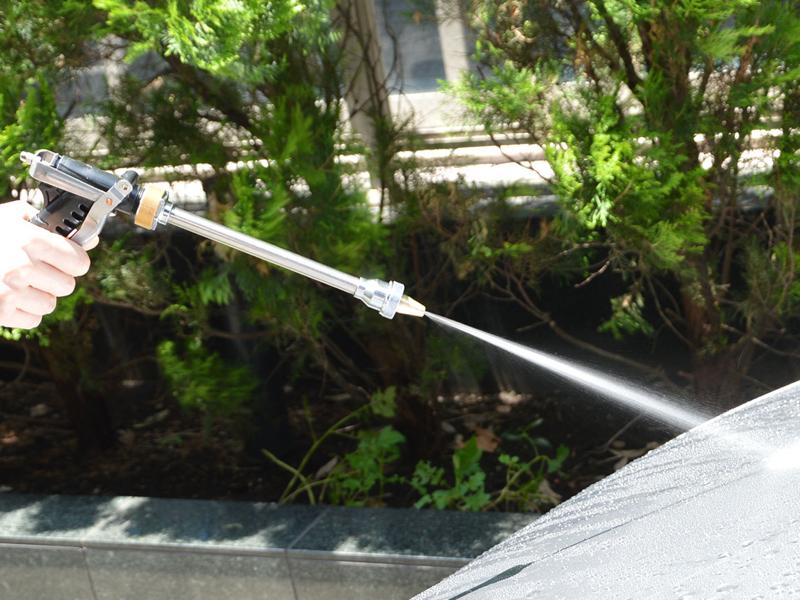 レバーを深く握ると水流が細く固くなる