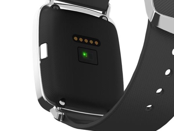 本体背面に搭載されたLEDの光により脈拍を計測する