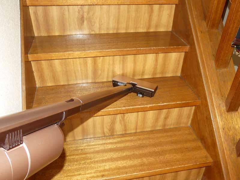 玄関に設置した場合は、周辺の廊下や階段の掃除がしやすい