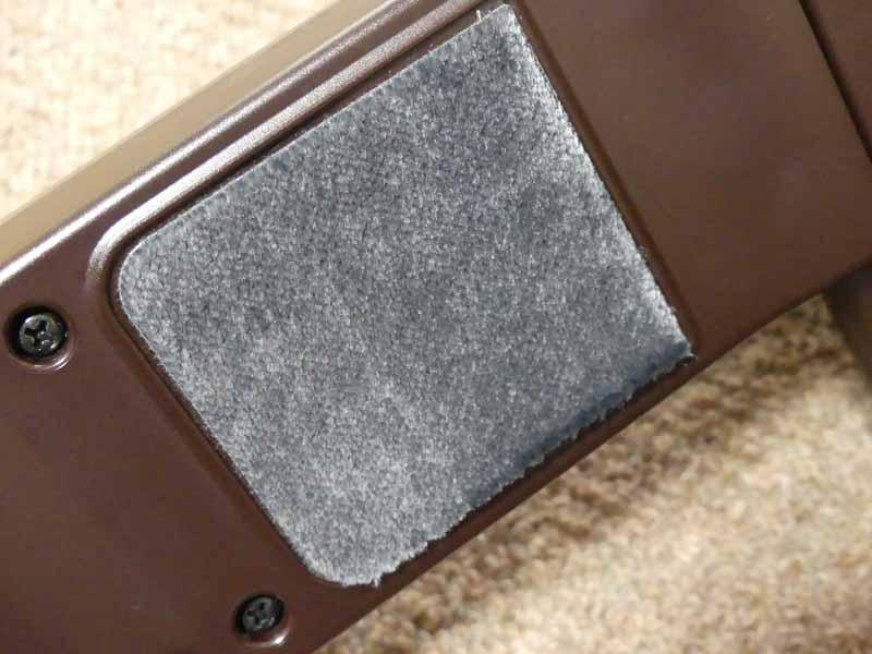 ボディ底面の3箇所に、ダニの死がいやフンなどのアレル物質を抑制する「アレルパンチ植毛」を装備している。
