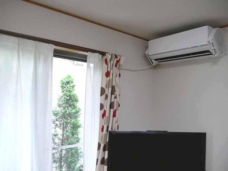 窓を開けて送風運転すると部屋の空気が一気に入れ替わる