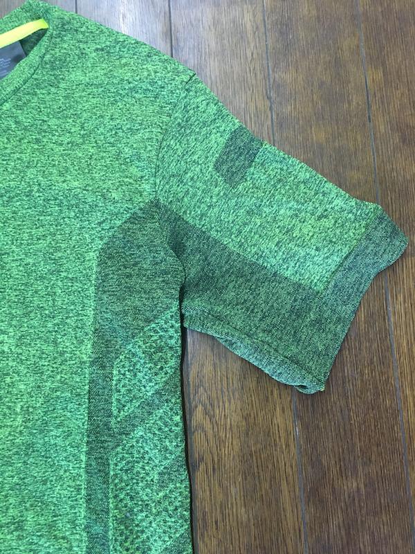 脇の下などは編み方を変更して通気性を高める工夫が!