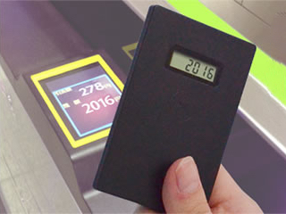 オートモードでは、カードを使用すると自動で残高が表示される