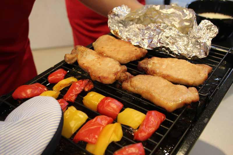 ポークジンジャーと炊飯の2段調理