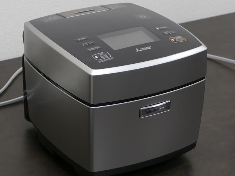 ユニバーサルデザインを進めたIHジャー炊飯器(5.5合炊き)「備長炭 炭炊釜 NJ-VA107」
