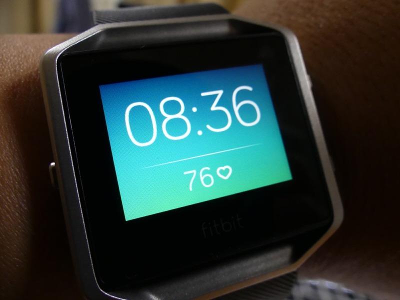 時計表示は「ゾーン」がおすすめ。バックの色でどれくらいの心拍数なのかを知らせてくれる