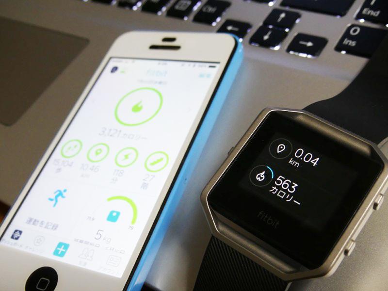 基本画面から一つ右にスライドすると、歩数、心拍数、走行距離、消費カロリー、登った階段の数が表示される。この情報はアプリにも転送され、どちらでも確認可能
