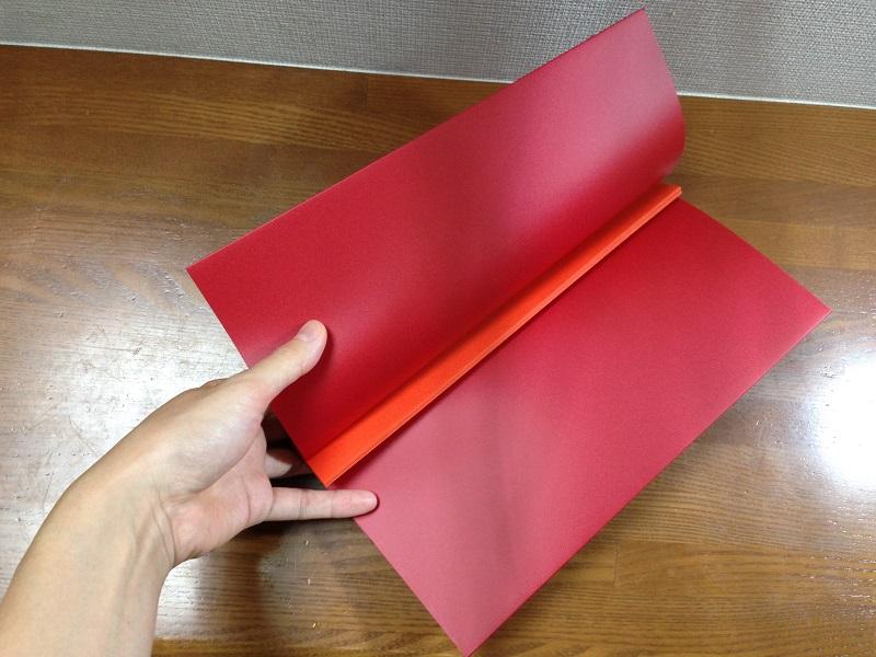 幅の狭い厚紙が10枚、束になっている