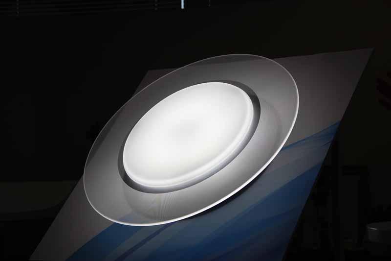 センター光+パネル光(白い色)
