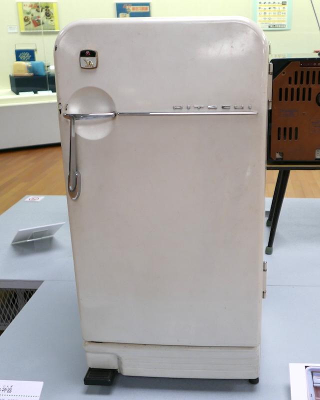 昭和33年(1958年)発売の電気冷蔵庫、日立「M-954」