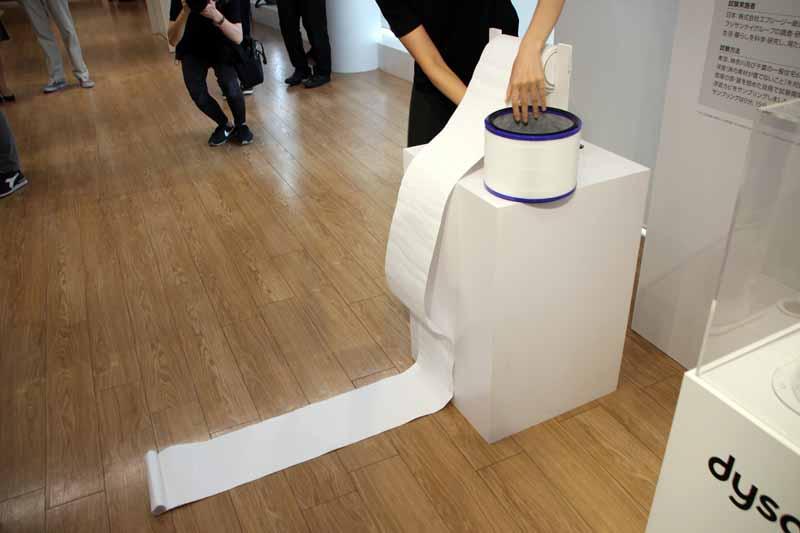 フィルターは直径22cmだが、折りたたまれているものを伸ばすと約6mになるという