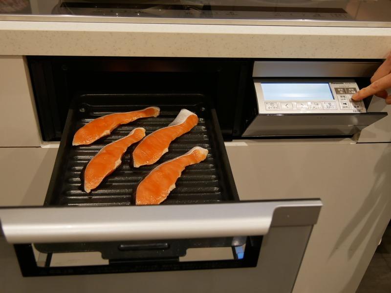 鮭の切り身をお急ぎコースで焼いた。10分で焼き上がる