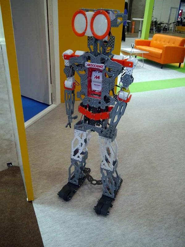 タカラトミーはロボットシリーズ「オムニボット」などを展示