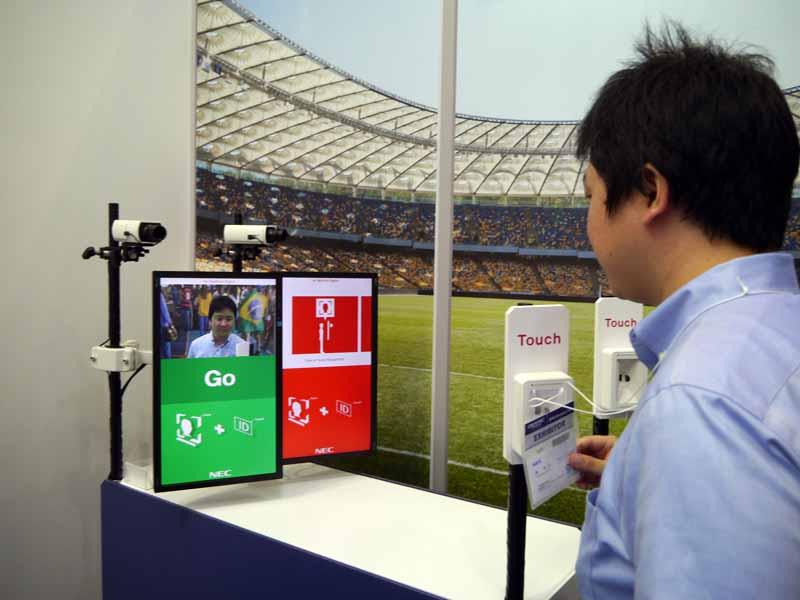 NECはリオオリンピックでも活用された顔認証システムのデモストレーション