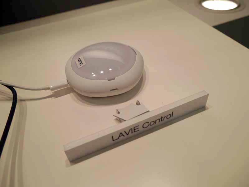 赤外線やBluetooth、Wi-Fiを搭載している家電製品と接続する「LAVIE Control」と呼ぶ試作品