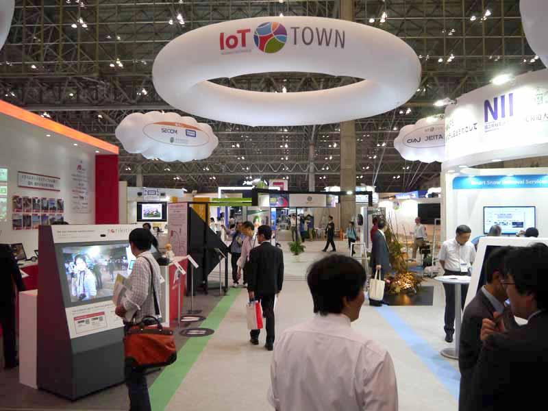 主催者特別展示の「IoTタウン」