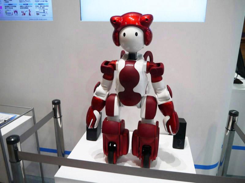 接客や案内サービスを行なうヒューマノイドロボット「EMIEW3」