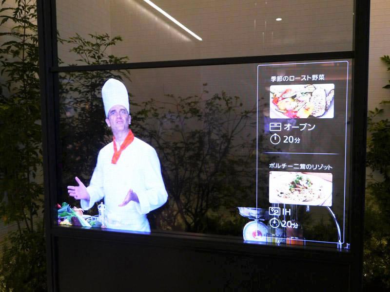 透明ディスプレイを壁に埋め込んで情報を表示
