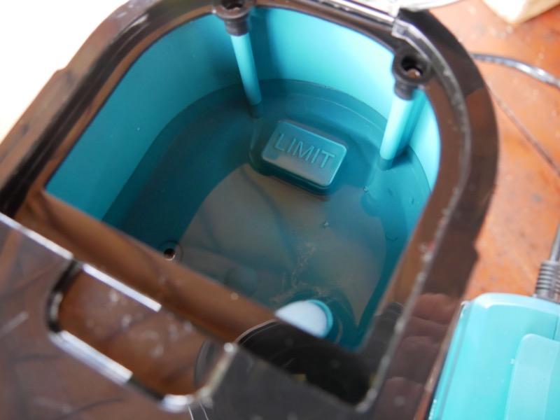 中央の「LIMIT」という突起に合わせて水を入れる