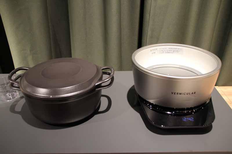 専用鍋(左)と、新開発のIH調理部「ポットヒーター」(右)