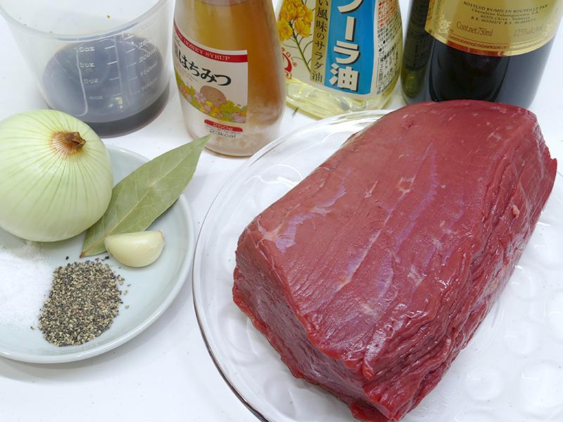 生まれて初めて挑戦するローストビーフ。牛のモモ肉を700gを用意した
