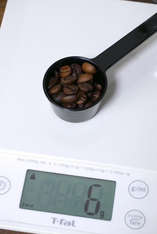 1杯分6gが目安とか。コーヒー豆だとすり切り1杯分のようです (スプーンの重さは除く)