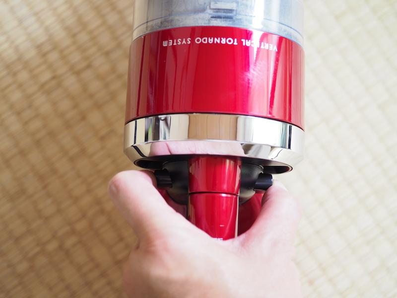 左右からしっかりと押すと、カチッっとカップが外れる