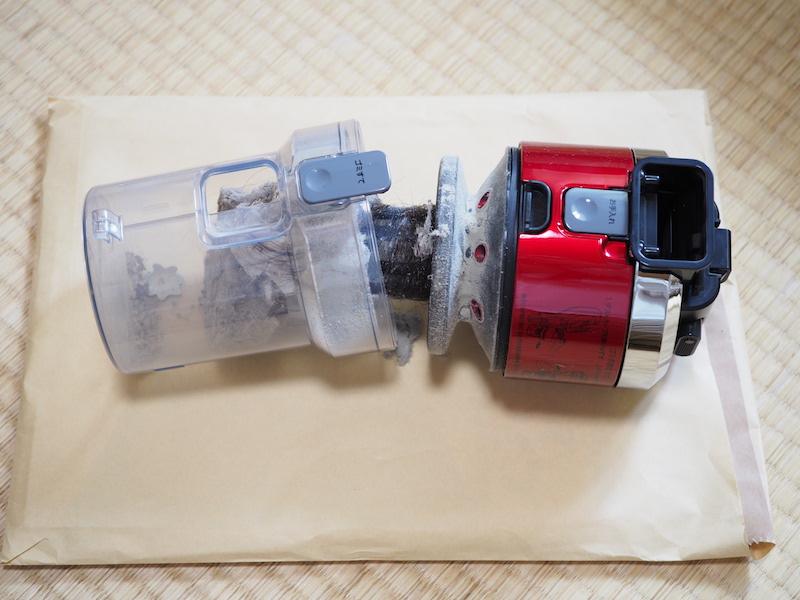 ゴミを捨てるだけの時は、「ゴミすて」ボタンを押す。大きく2つに分かれ、ゴミが捨てられる