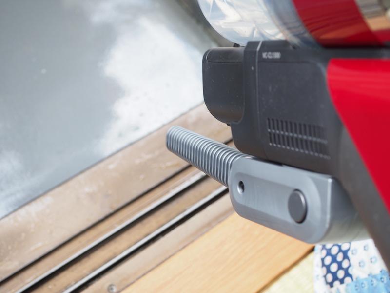 空気を吹き出すブロアーとして使える。玄関掃除などに便利