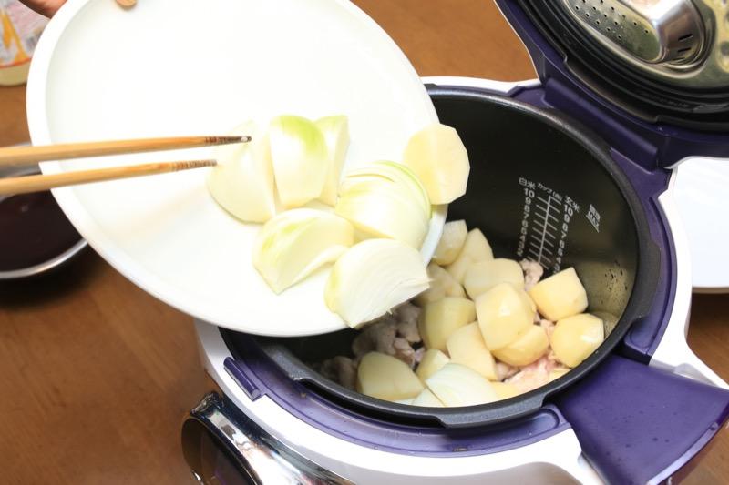 余熱が入ったらお肉と野菜を炒めてくださいの指示