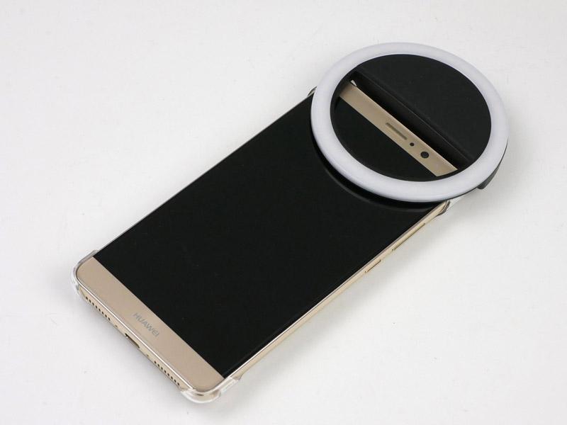 HUAWEI Mate 9のインカメラ側に装着してみました。いろんなスマートフォンで使えます