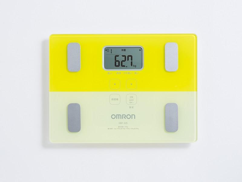 体重体組成計「HBF-225 カラダスキャン」。蛍光カラー3色で展開