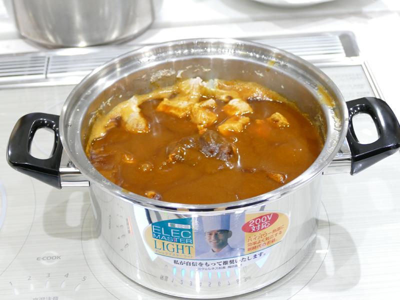 一方、普通の加熱をした鍋はカレールーがドロリと残っていた