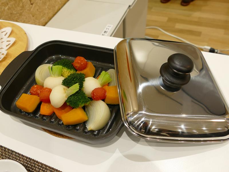 CS-G217DXRにはIH専用プレートが付属。蒸し野菜などの調理が可能
