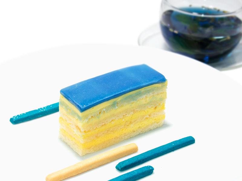 ブルーエアのカラーである鮮やかな「ブルー」や、スウェーデンの国旗をイメージした「イエロー」を使ったブルーレモンケーキとブルーフラワーハーブティーなどがコラボレーションメニューとして用意される