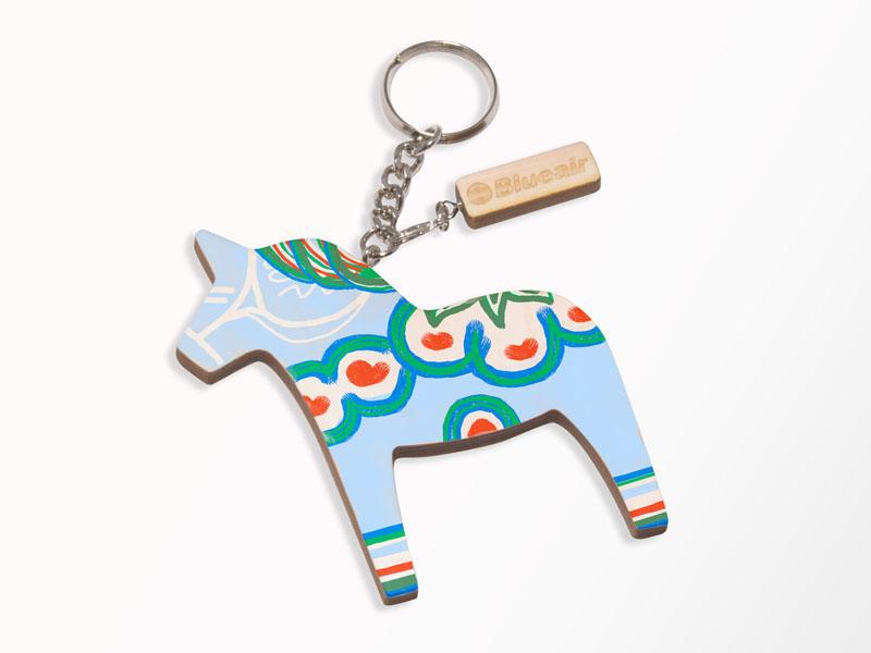 スウェーデンのダーラナ地方で18世紀に生まれたという木彫りの馬「ダーラナホース」の塗り絵ワークショップも開催される