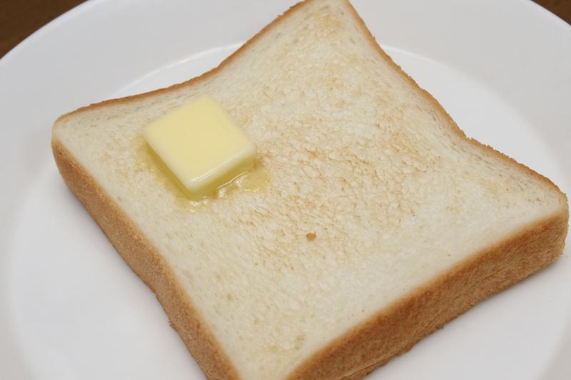 焼き色1(うすい)。焼き目を薄くすると、お上品なトーストに。もっちり感を楽しみたいならコレ