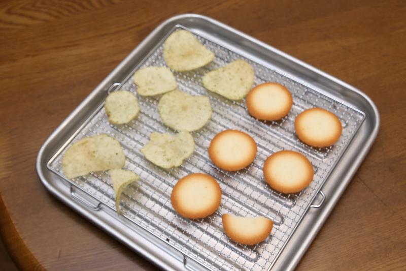 ポテチは10分程度、クッキーは20分ぐらい乾かしてみた