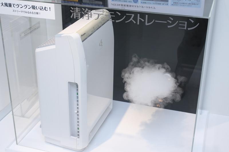 ボタンを押すと汚れた空気を模したスモークがモクモク!