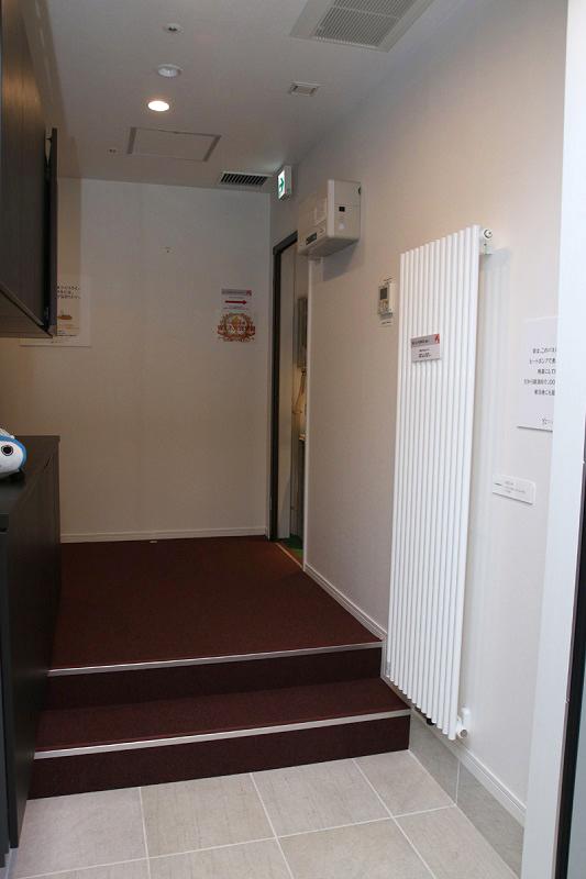 床暖房の温水をオイルヒーターのように輻射熱で出すヒーター。これも、オイルヒーターに比べると安くて暖かいんだよ