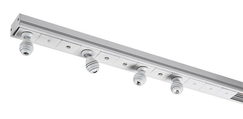 スポットライトやマグネット式ライティングダクトなどで構成された「マゴ LEDシステム」