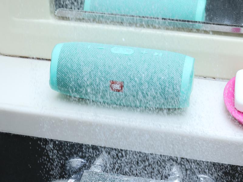 シャワー程度なら全方位からブッかけても問題なし!