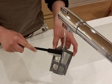 フラットなフィルターで簡単に洗えるという