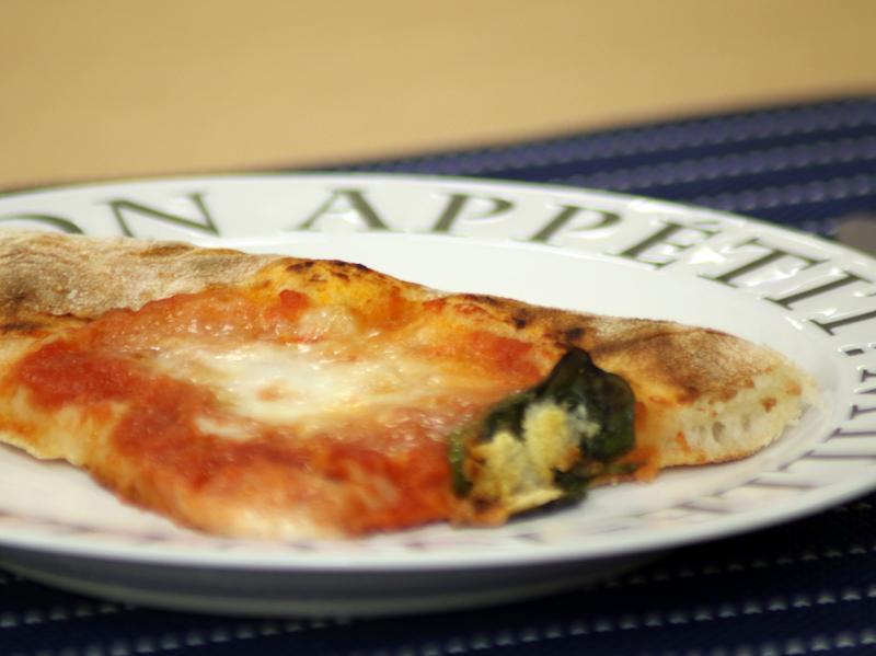 家庭用のオーブンではマネできない、サクサク・モチモチ感。コゲの色が家庭用と決定的に違う