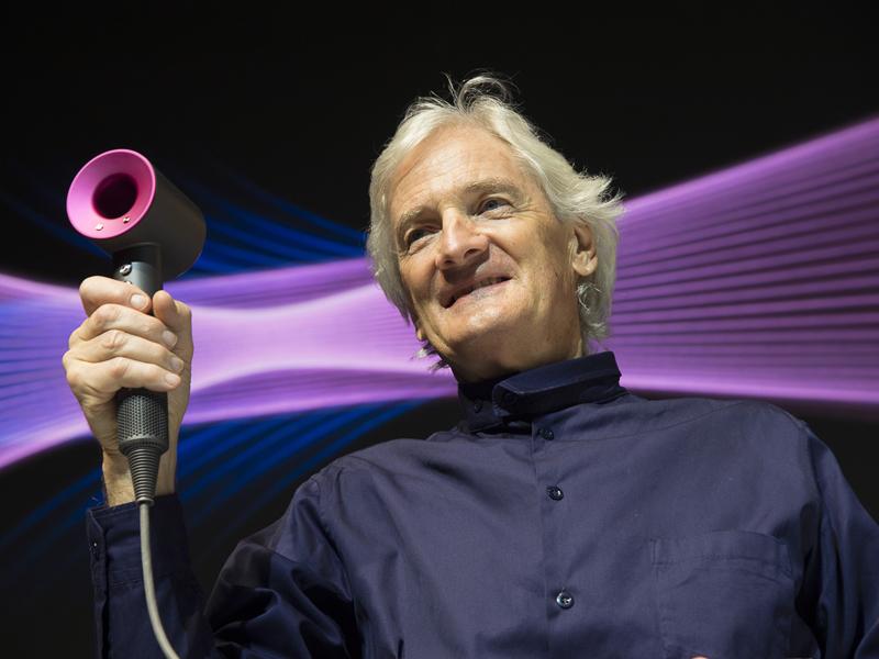 ダイソン初となるヘアードライヤー「Dyson Supersonic(ダイソン スーパーソニック) ヘアードライヤー」と創業者兼チーフエンジニアのジェームズ ダイソン